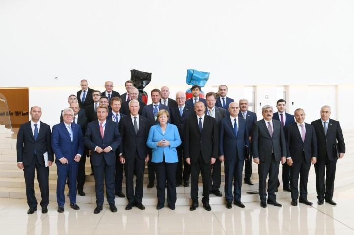 merkel-aliyev i vse