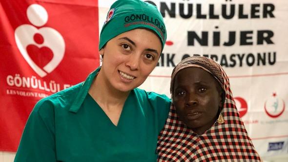 Gönüllü Türk doktorların Nijer'de başlattığı ücretsiz