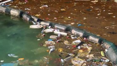 depositphotos_138498578-stock-video-garbage-floats-in-sea