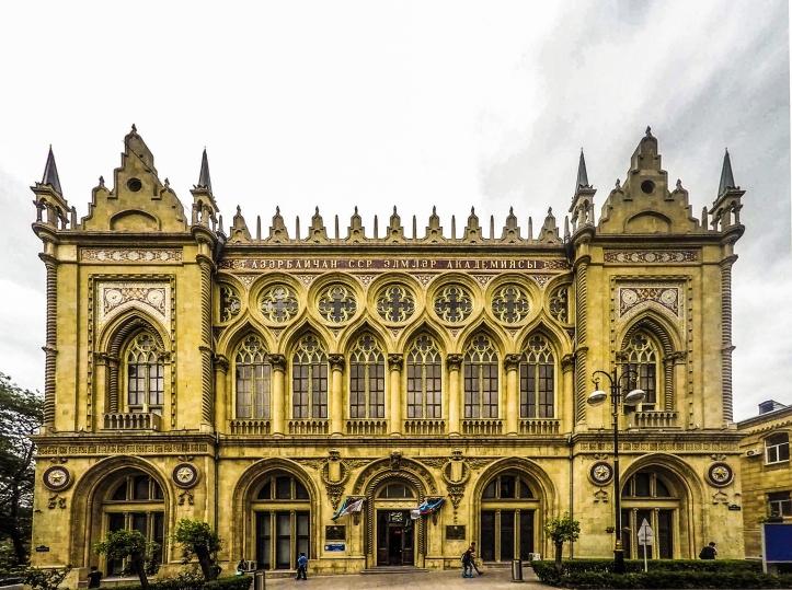 Ismailiyye_palace_main_façade,_Baku,_2015.jpg