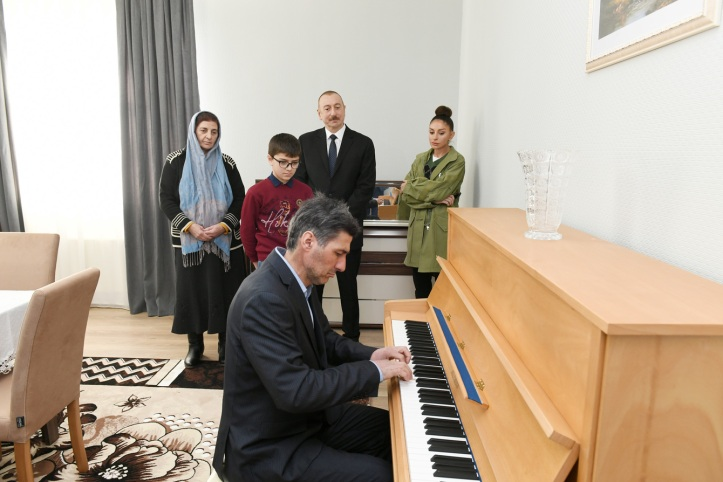 president-pianist.jpg