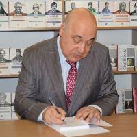 Книга Чингиза Абдуллаева «Торжество хама» презентована сегодня в Баку