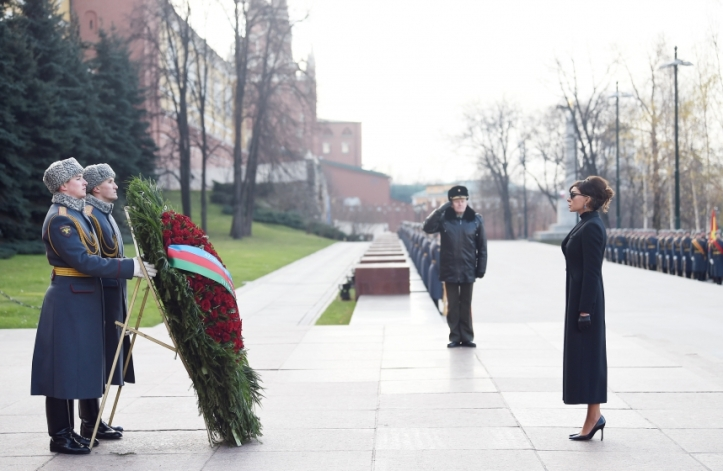 мехрибан алиева-россия-солдат.jpg