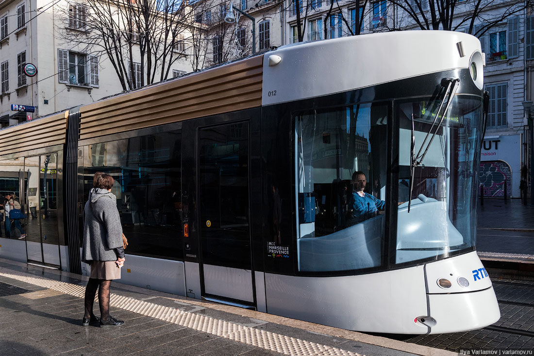 современный трамвай.jpg