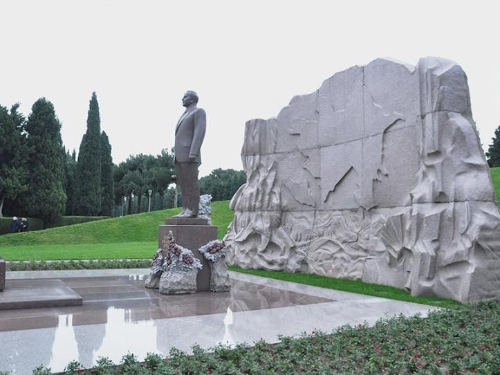 Heydər Əliyev heykəl