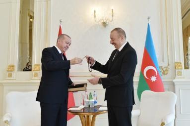 эрдоган-алиев-подарок
