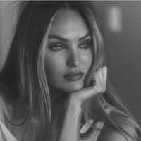 Модель Victoria's Secret попозировала топлес на крыше для модного журнала - ФОТО