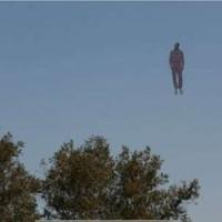 Пилоты видели в небе «летящего человека» - ФОТО/ВИДЕО